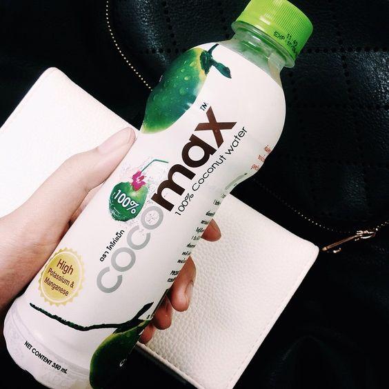 เค้าฮิตกันก็เอามั่ง สรุปง่ายคือเหมือนกินน้ำมะพร้าวกลิ่นกะทิ (ถ้าสังเกตกลิ่นน้ำมะพร้าวกับกะทิมันไม่เหมือนกันนะ) ประมาณนั้นก็อร่อยอยู่ๆ #bucaroi #coconutjuice