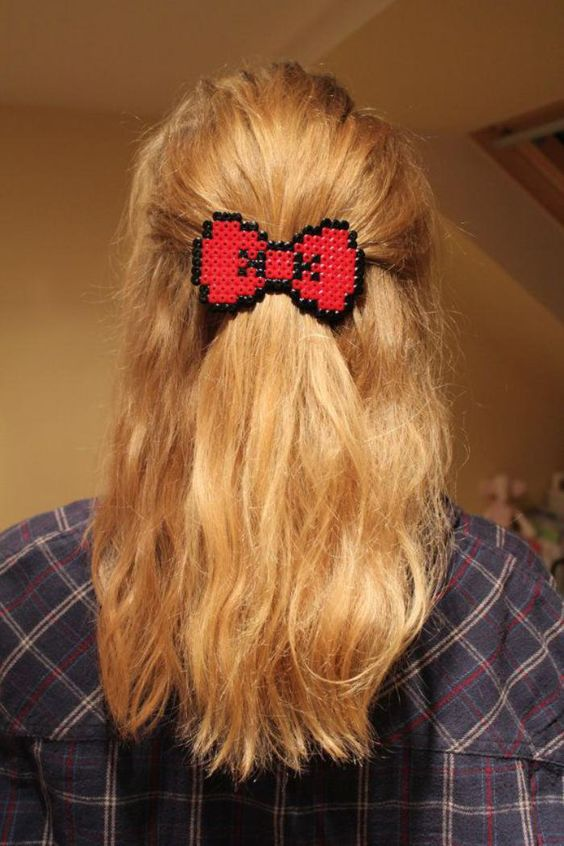 perles à repasser, barrette de cheveux diy en rouge et noir: