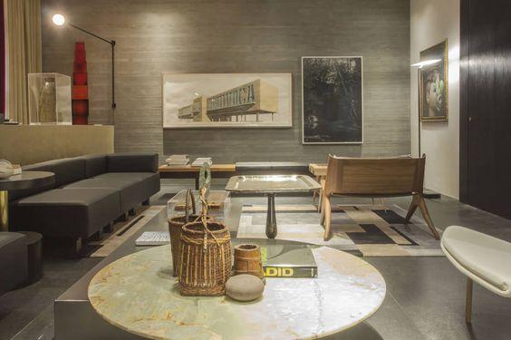Zeca Wittner/Estadão - O Espaço das Interlocuções, de Pedro Lázaro, exibe concreto bruto em suas paredes e móveis assinados por Lasar Segall