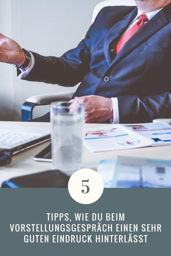 Der erste Eindruck entscheidet. Innerhalb von drei Sekunden fällen wir ein Urteil, ob wir jemanden sympathisch finden oder eben nicht. So geht es auch den Personalchefs von Unternehmen. Bei einem Bewerbungs- oder Vorstellungsgespräch ist der erste Eindruck deshalb besonders wichtig. Hinzu kommt, dass der Personalchef eines Unternehmens innerhalb kürzester Zeit davon überzeugt werden muss, dass man die richte für den Job ist. Hier müsse Bewerber herauszustechen, denn die Konkurrenz ist meist groß.