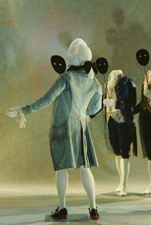 1770 - 1780 - França. Tafetá de Seda, Linho, Seda e Renda. Cores e bordados característicos do período Rococó.