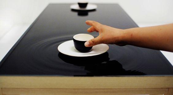 Ein außergewöhnlicher Teetisch mit Wasser-Tischplatte - fresHouse