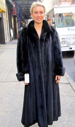 Pre-owned Natural Ranch Mink Female Mink Coat ( size; 8 – 10 ...