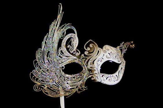 What an elegant mask!  From www,maskitalia.com