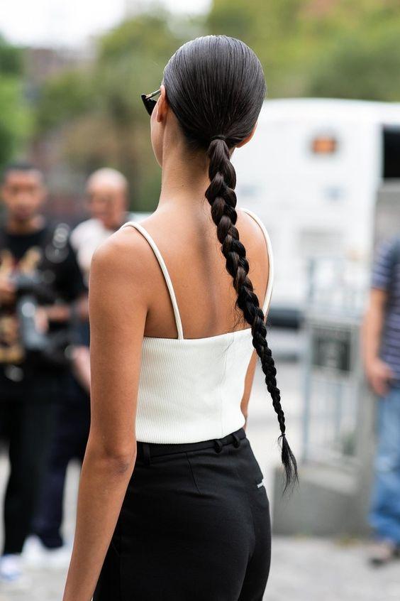 * (Street style : les plus belles coiffures des tops à la sortie des défilés)