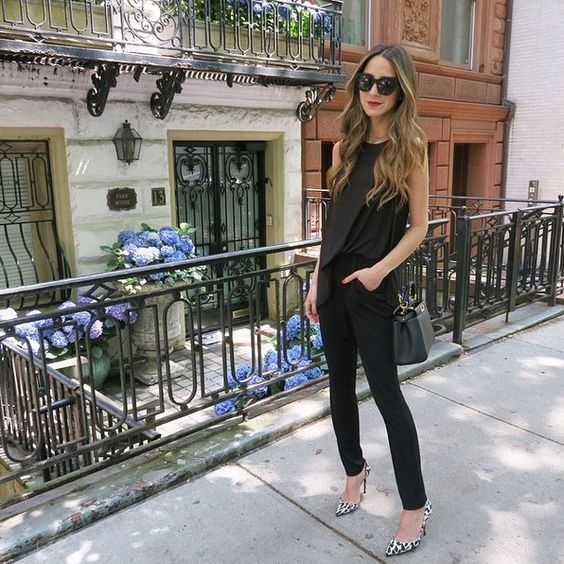 Pin for Later: Diese 31 Outfits beweisen: Schwarze Kleidung ist alles andere als langweilig Inspiration für Outfits mit schwarzer Kleidung