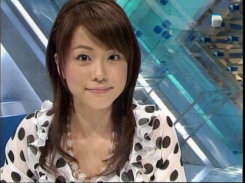 本田朋子前のめりで笑顔