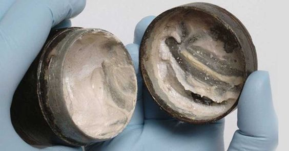Scientists Amazed to Discover 2,000-Year-Old Face Cream Still Containing Last Finger Imprints | Ancient Origins