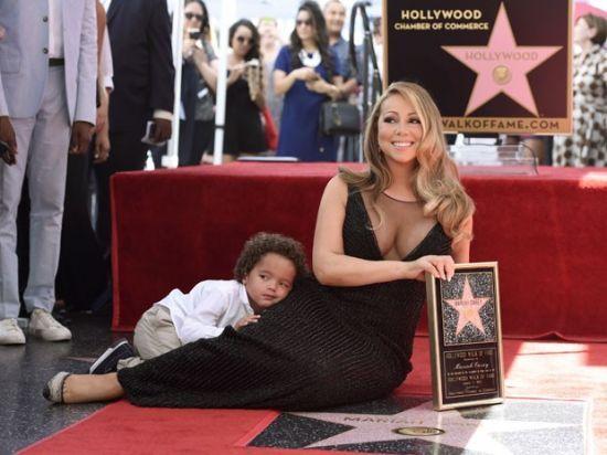 Mariah Carey recebe estrela na Calçada da Fama #CalçadaDaFama, #Cantora, #Fotos, #Hollywood http://popzone.tv/mariah-carey-recebe-estrela-na-calcada-da-fama/