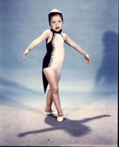 Little-Penguin-Girl-Vintage-Dance-Dancer-photo-50s-stage