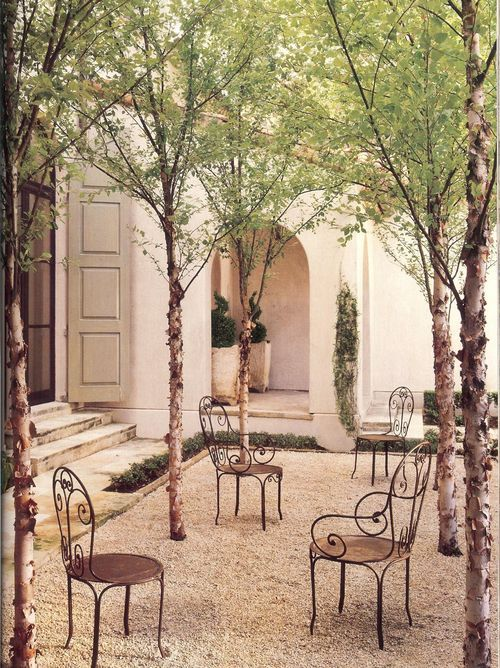 French Country courtyard of Eleanor Cummings.Veranda Mag, April 2010 pg 2. #frenchcountry #outdoor #garden #courtyard