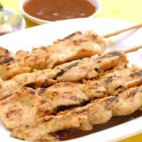 #Chicken Satay: A classic and downright delicious #Thai appetizer. Served with peanut sauce.