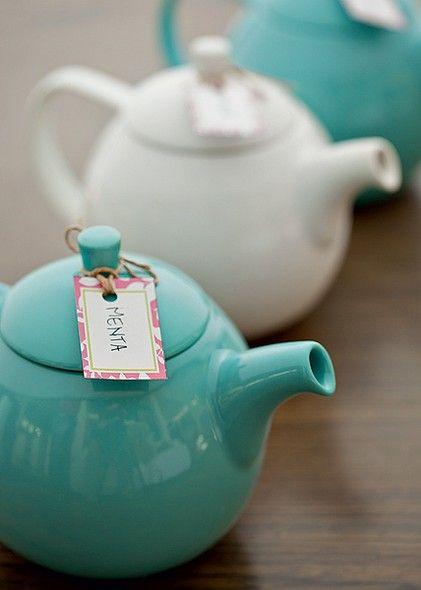 Se ele curtir um chá, aposte em bules coloridos. Para ajudar na identificação do sabor, abuse das etiquetas personalizadas