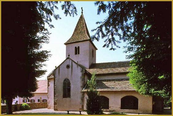 Photo de la façade Nord ou se trouve le jardin médiéval de la chapelle Sainte-Marguerite des XIe, XIIe et XVIe siècles, dans le village viticole d'Epfig, sur la route romane d'Alsace.