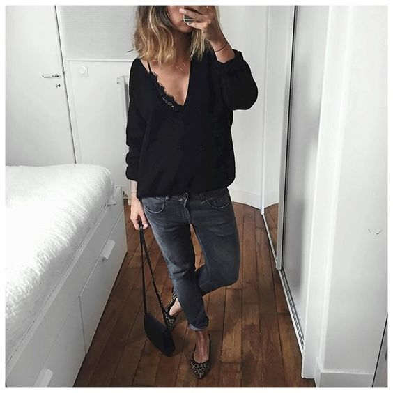 Ce matin je n'avais pas trop envie! Du coup aujourd'hui c'était jean et pull doudou!  Knit #designerremix (on @cyrielleforkure)  Jean #r13denim (on @lagrandeboutiquelgb)  Bag #mansurgavriel  Shoes #prettyballerinas (from last year but still available on @prettyballerinasworld) ... by audreylombard