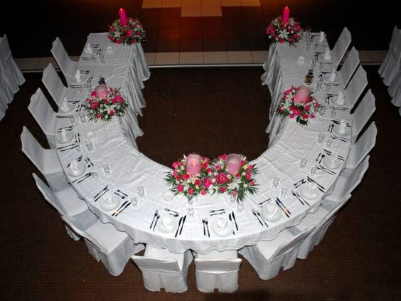 Head Table I Like The Cake Behind The Head Table So You: Curved Head Table, So You Can Talk To All Your Bridal