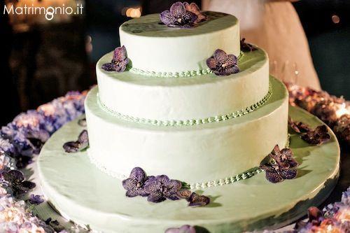 Torta nuziale bianca e lilla a tre piani di Chic & Chic - Italian Style Wedding
