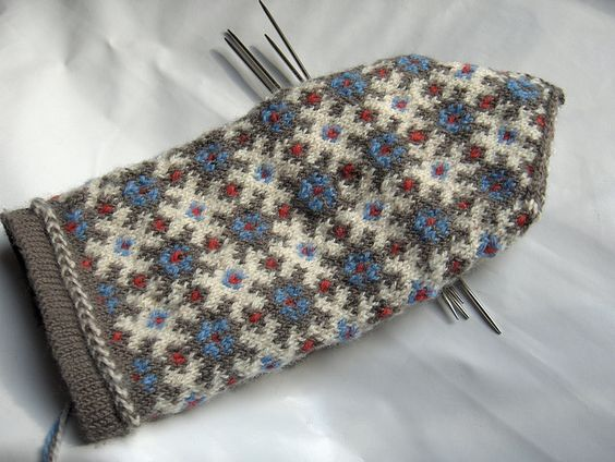 stranded knitting mittens. three colors cimdi Pinterest Patterns, Mitte...
