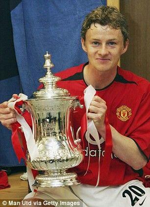 Ole Gunnar Solskjaar with the 2004 FA Cup   Manchester United Football Club