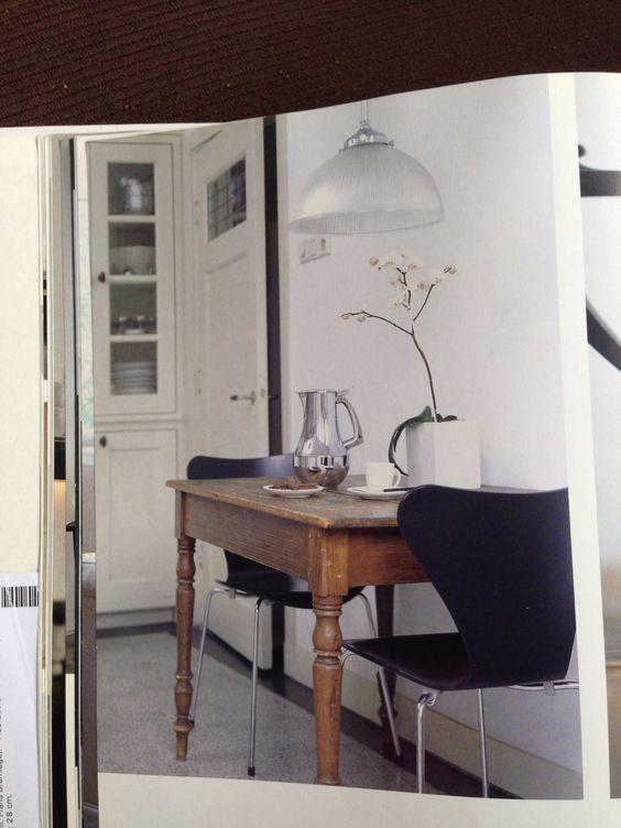 Kleine eiken tafel met moderne stoelen in jaren 30 stijl keuken woonkamer jaren 30 pinterest - Kleine keuken met bar ...
