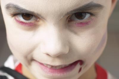 Cómo hacer un disfraz de drácula | eHow en Español