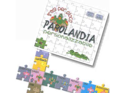 Si gioca con la Grammatica! I 252 pezzi del puzzle sono colorati in modo diverso, in base alla categoria grammaticale della parola: viola per i nomi, rosa per i verbi, giallo per gli aggettivi, azzurro per gli articoli, marrone per le preposizioni, arancione per gli avverbi, verde chiaro per i pronomi e verde scuro per le congiunzioni.
