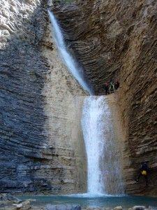 Las Cascadas de Os Lucás con un grupo de barranquistas