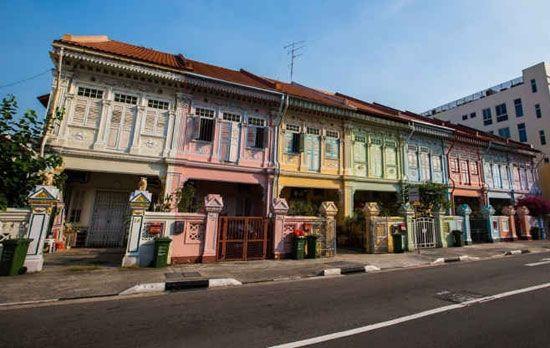Khu Katong ở phía Đông được biết tới nhờ vào những căn shophouse rực rỡ.