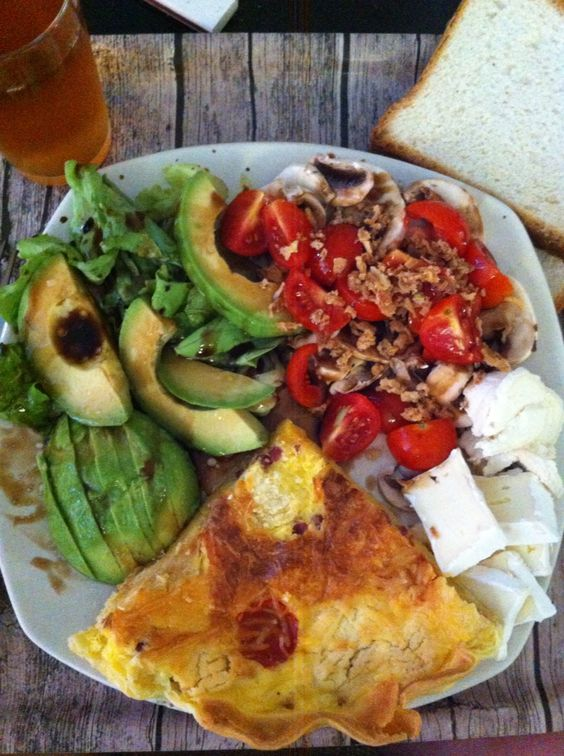 Lunch - avocat, tomate, fromage, salade, quiche jambon emmental