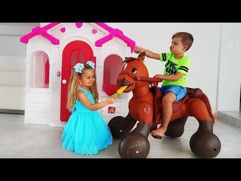 Diana And Roma Play With Ride On Horse Toy Youtube Animais De Brinquedo Cavalo De Brinquedo Ride On
