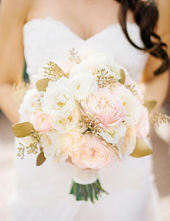 Gold + blush garden roses | Photography: Sean Cook Weddings - seancookweddings.com/