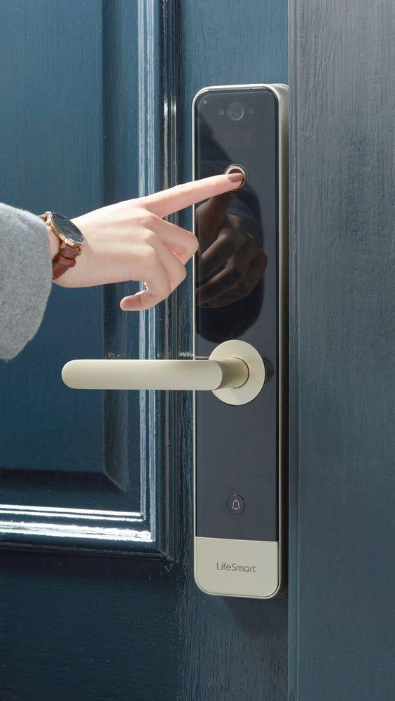 5 Best Home Gadgets Click Here Smart Door Locks Smart Home Technology Smart Door