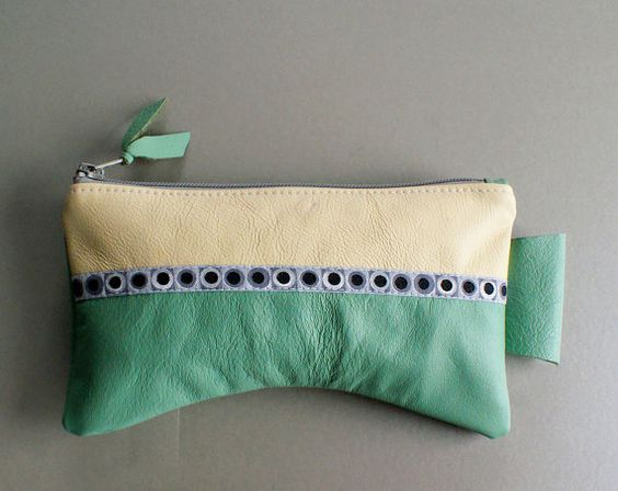 This pouch is made to fit your hand! by thongbaitatong