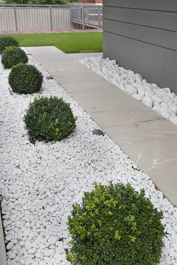 A geometric and minimalist garden formal essentiality for White gravel landscaping