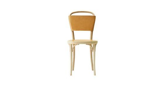 Vilda stol med stomme i vitpigmenterad bok och rygg samt sits med naturfärgat Tärnsjöläder. Stolen Vilda är formgiven av Jonas Bohlin och kan enkelt sammanfattas i orden ursprung, samtid och framtid. Ursprunget ligger i den unika böj- trätekniken som Gemla har utfört på samma sätt i 150 år. Träämnet ångas och böjs för hand in i sin unika form, där det torkar innan det fogas samman till en vacker och hållbar stol.