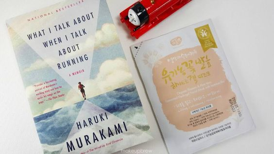 Pre-Monday Finishing this amazing book from my dear friend who's training with me for our Rock n Roll marathon while masking and listening to my son talk about how James is Thomas' second bff..bc he's Thomas' first bff. Anyone else watch too much Thomas and Friends? #harukimurakami #thomasthetrain #whamisa #koreanbeauty #facemask #kbeauty #koreanskincare #makeupbrew #beautyblogger #bblogger