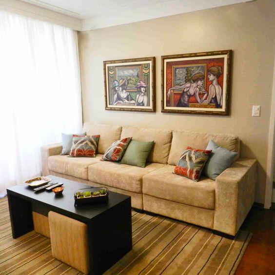 Sala de estar com muita cor