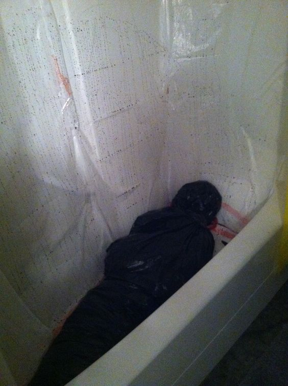 Made this gory body bag in my shower for halloween!: Halloween Party Idea, Halloween Idea, Bathroom Halloween, Halloween Decoration, Scary Decoration, Halloween Party Decoration, Bathtub, Halloween Bathroom Decorations, Halloween Body Bag