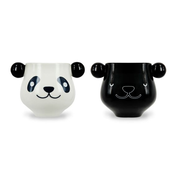 <p>Enjoy your favourite brew with this single panda mug that changes colour when it's warm. Made with quality ceramic and heat sensitive paint, the panda will reveal itself when filled with your favourite hot beverage.</p> <p>The panda stays black until filled with hot water and will then transform to its black and white self. Simply hold onto its ear handles and sip away. -SA</p> <p><strong>Features:</strong></p> <ul> <li>Colour Changing Panda Mug</li> <li>Ceramic</li> <li>Heat Sensitive…