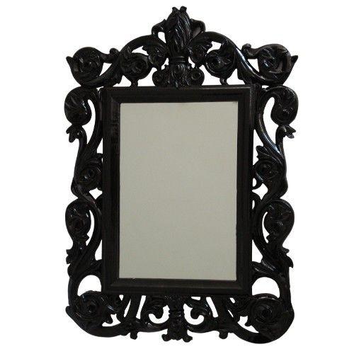 O espelho Rococó Flowers é muito romântico e feminino. Este espelho decorativo ficará ótimo em sua penteadeira, no seu quarto, ou no banheiro. O seu tamanho grande mostra o seu rosto por completo e é perfeito para makes e penteados. $199.00