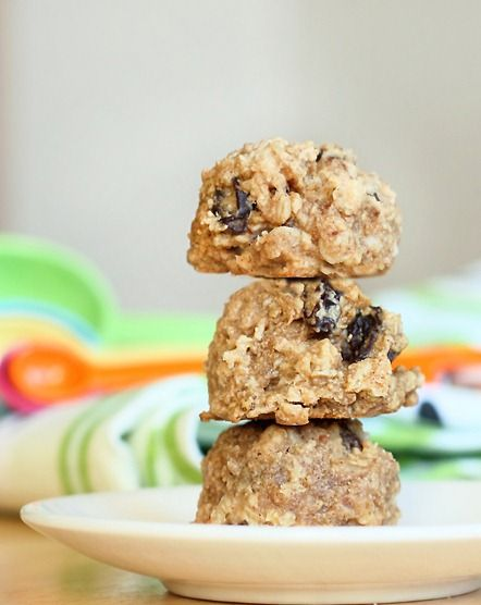 Oatmeal-Raisin Breakfast Cookies... they're 100% sugar-free, and so healthy you can eat them for breakfast!