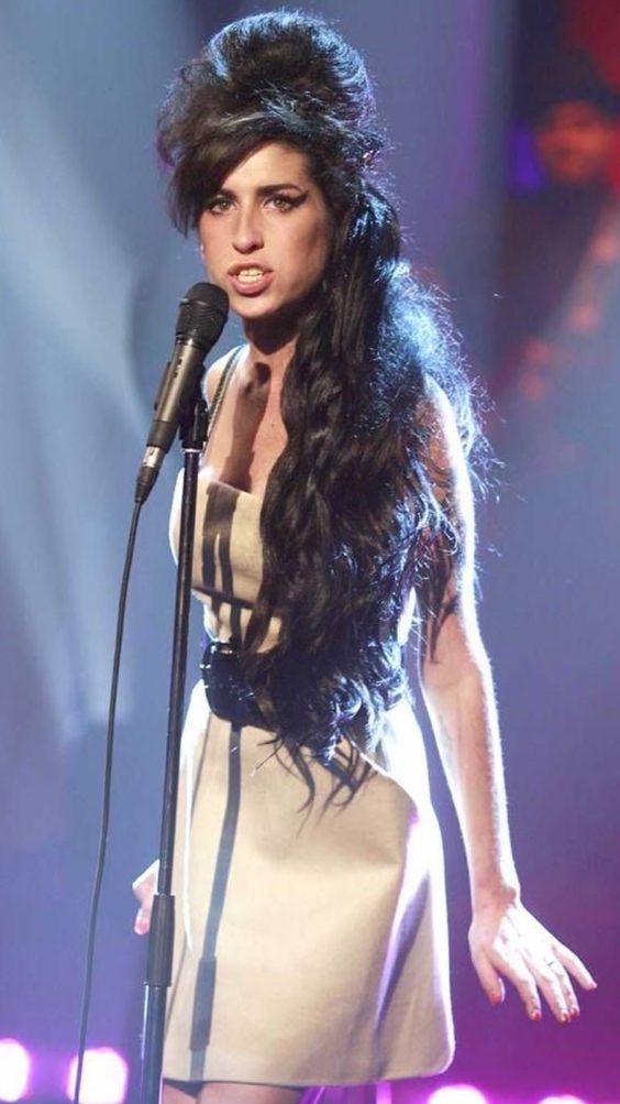 Amy Winehouse histoire  D9451313e796a1326e5a9072adca409a