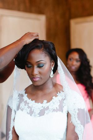 Romantic Chic Nigerian Wedding in Houston - Munaluchi Bridal Magazine #naturalbride #Wedding:
