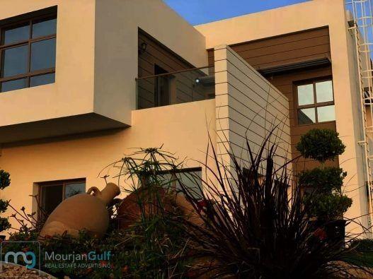 بمساحة رحبة 4500 قدم مربع و10 فقط وأقساط ميسرة 5 غرف نوم ماستر مع غرفة تبديل ملابس مجلس داخلي وصالة مع جلسة خارجية مطبخ و Outdoor Decor Home Decor Outdoor