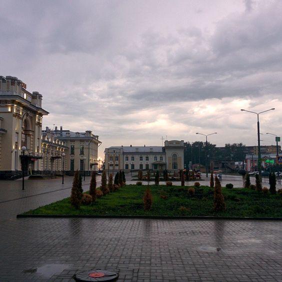 """""""И тут я понял, для чего они делали такую вокзальную площадь. Под таким небом в этом действительно что-то есть. #Рыбинск #rybinsk"""""""