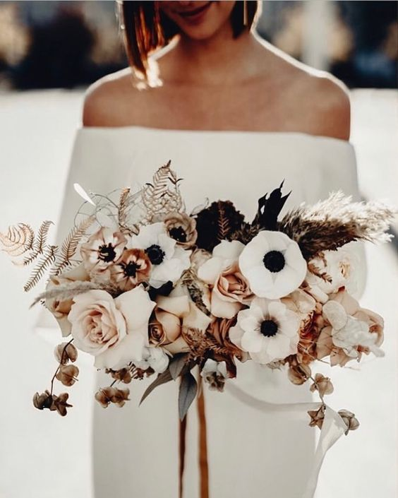 Are you planning a winter wedding? We have gathered a selection of seriously stunning floral ideas that will suit your winter wedding perfectly!