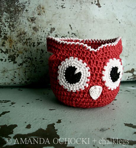 Inspiration only: Owl basket. Mimic the pupil, stitching around eye and edging
