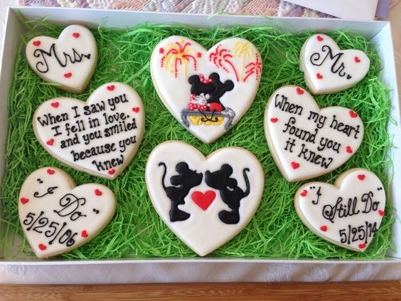 Mickey and Minnie Mouse anniversary cookies