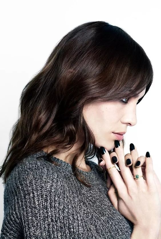 Alexa-Chung-Nail-Polish-black-dark