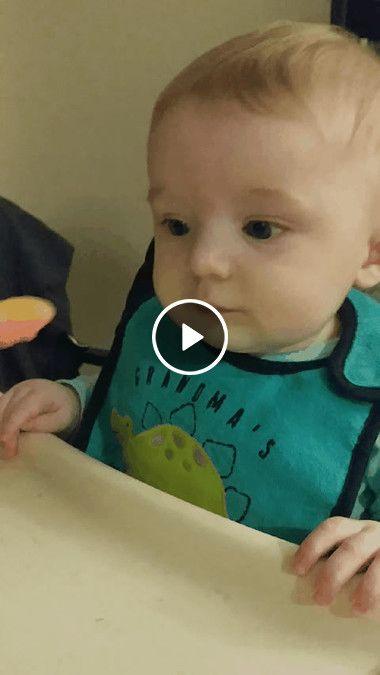 Criança fez uma cara muito feia com a papinha